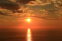 Le soleil orange avec la réflexion Photographie stock libre de droits