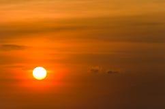 Le soleil orange avec une lueur Image libre de droits