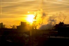 Le soleil par la fumée Photographie stock