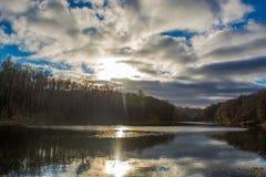 Le soleil par les nuages Photographie stock