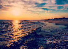 Le soleil plaçant au-dessus de l'Océan Atlantique, Cape May, New Jersey Images stock