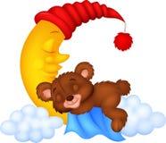 Le sommeil de bande dessinée d'ours de nounours sur la lune Images stock