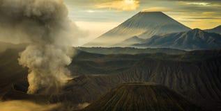 Le sommet de montagne et le cratère Photos stock