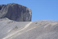 Le sommet noir de défense des roches volcaniques photos stock