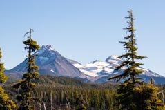 Le sorelle montagne nelle cascate Fotografie Stock