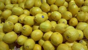 Le sort de citrons se ferment dans un je-favori de supermarché clips vidéos