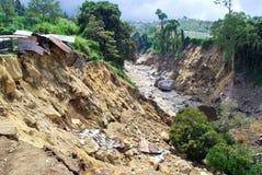 Le soulèvement et le bâtiment en résultant et l'érosion de montagne des tremblements de terre, avec les effets des éboulements te image stock