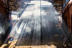 Le souq mystérieux de Marrakech, Maroc photo stock