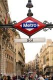 Le souterrain ou la métro chantent dans Puerta Photos stock