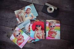 Le souvenir et la nostalgie d'album photos dans le voyage d'été se déclenchent dessus image stock