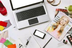 Le spese generali dell'elementi essenziali obiettano in un blogger di modo Immagini Stock Libere da Diritti
