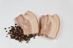 Le spezie della carne del bacon pepano i piatti della carne dell'aperitivo fotografia stock libera da diritti