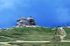 Le sphinx - un symbole de la formation de roche de montagnes carpathiennes photos stock