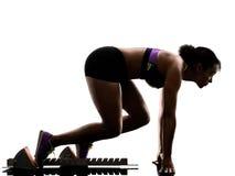 Le sprinter courant de coureur africain sprintant la femme a isolé b blanc photographie stock libre de droits