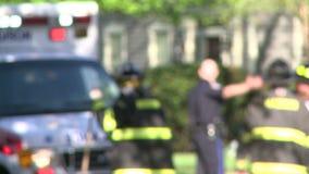 Le squadre di emergenza rispondono dopo un incidente (5 di 8) stock footage