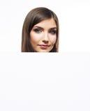 Le ståenden för affärskvinnan med det tomma vita brädet Royaltyfri Foto