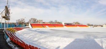 Le stade couvert de neige en hiver Photos stock
