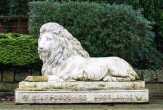 Le Staffordshire Moorlands Lion Statue, poireau, Angleterre image libre de droits