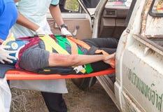 Le stage de recyclage à aider à la délivrance de secours Photos stock