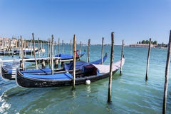 Le stationnement de gondole à Venise - en Italie Image libre de droits
