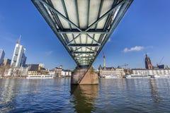 Le steg célèbre d'Eiserner avec amour ferme à clef au-dessus de la canalisation de rivière Photos libres de droits