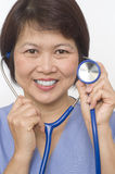 le stetoskop för asiatisk sjuksköterska Fotografering för Bildbyråer