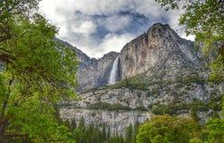 Le stimulant Yosemite Falls de village Photos stock