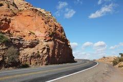 Le strade americane nella roccia rossa abbandonano Fotografia Stock Libera da Diritti