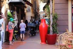 Le strade dei negozi di vecchia città di Nizza Immagini Stock
