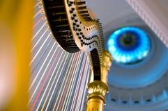 Le stringhe dell'arpa si chiudono in su fotografia stock libera da diritti