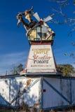 Le studio enchanté de château voyage l'attraction abandonnée de bord de la route, Virgnia rural - octobre, 26, 2016 Photo stock
