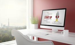 le studio rouge avec commencent, ordinateur Photo libre de droits