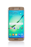 Le studio a tiré d'un smartphone de bord de la galaxie S6 de Samsung d'or Image stock