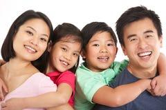 Le studio a tiré du famille chinois Photos stock