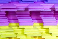 Le stuoie multicolori di puzzle di EVA Foam hanno impilato immagine stock