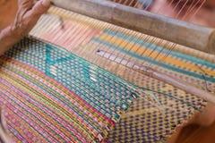 Le stuoie tessute fatte a mano dalla canna asciutta impregnano fotografia stock libera da diritti