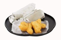 Le style asiatique de petit déjeuner a cuit le bâton de la pâte et le pain à la friteuse plat de Roti Photographie stock libre de droits