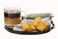 Le style asiatique de petit déjeuner a cuit le bâton de la pâte et le pain à la friteuse plat de Roti Images stock
