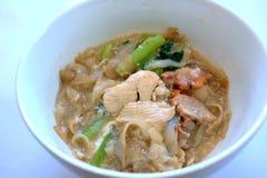 Le style de Cantonese a fait frire le teow de kueh en sauce au jus d'oeufs Images libres de droits