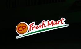 Le style de dicut de caisson lumineux du logo frais de marché de CP la nuit Couleur verte et orange rouge de signe Images libres de droits