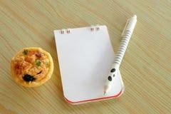 Le stylo de papier de note écrivent le menu Photo libre de droits