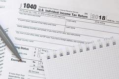 Le stylo et le carnet est des mensonges sur la feuille d'impôt U 1040 S Individua Images stock