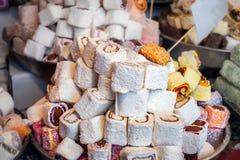 Le sucre coloré de préparation de gelée enroulent le fruit doux de gelée et de saveur photos stock