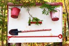 Le support avec l'équipement de lutte contre les incendies manuel photographie stock libre de droits