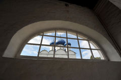 Le Suzdal Kremlin avec les dômes bleus Photo stock
