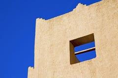 le symbole d'histoire en religion de minaret et ciel bleu Photos libres de droits