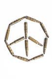 Le symbole de paix a formé par de vieilles balles, concept abstrait Photo libre de droits