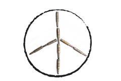 Le symbole de paix a formé par de vieilles balles, concept abstrait Image stock