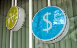 Le symbole dollar et gagnés image libre de droits