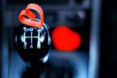 Le symbole du coeur rouge d'amour et de fidélité forment comme cadeau pour Valentine Day Images stock